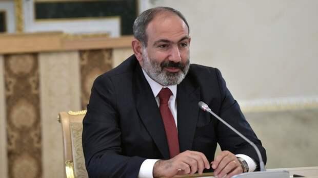 """Игра Пашиняна: """"Несколько самолётов с наличными деньгами приземлились в Ереване"""""""