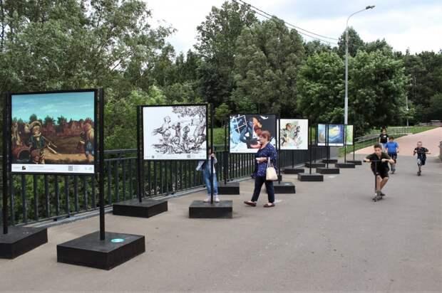 Фотовыставка иллюстраций к сказкам открылась в сквере по Олонецкому проезду