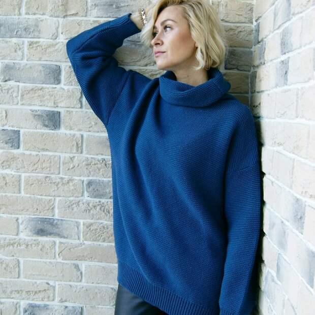 Взрослым женщинам идут оверсайзные свитеры. /Фото: cs1.livemaster.ru
