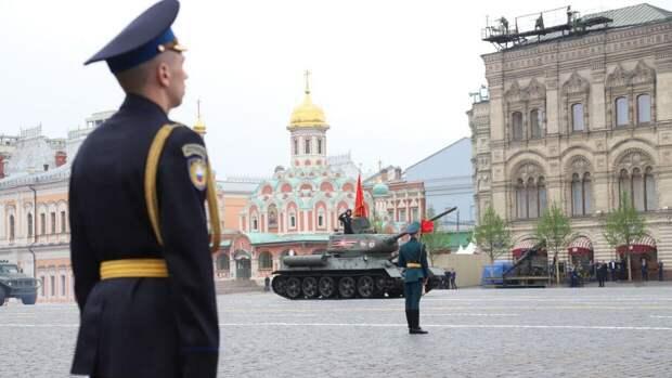 На Красной площади начался главный военный парад России в честь Дня Победы