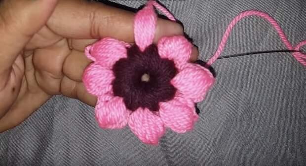 Удивительная вязка цветов одним пальцем