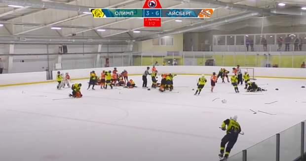 13-летние хоккеисты устроили массовую драку на турнире в честь Дня Победы