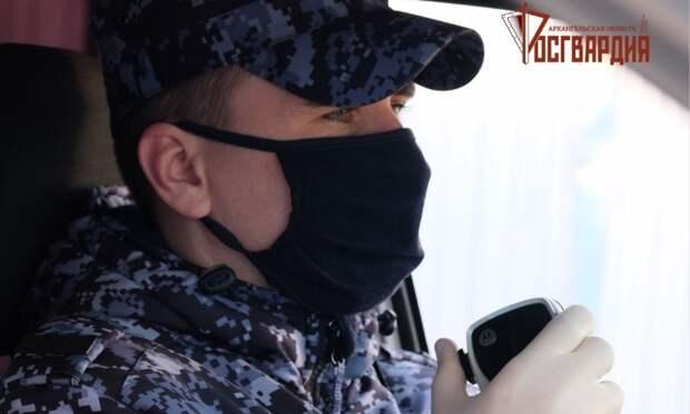 ВСеверодвинске  задержали подозреваемых вкраже вещей упосетителя бара