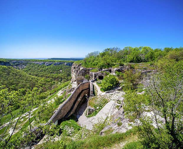В музее «Калос Лимен» покажут выставку о пещерных городах Крыма
