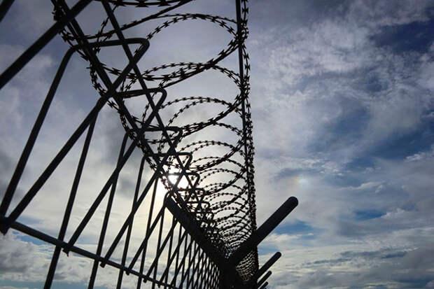 Российские дипломаты побывали у арестованного в США летчика Ярошенко