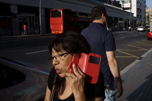 Красный цвет. Барселона, 2019. Фотограф Пау Бускато