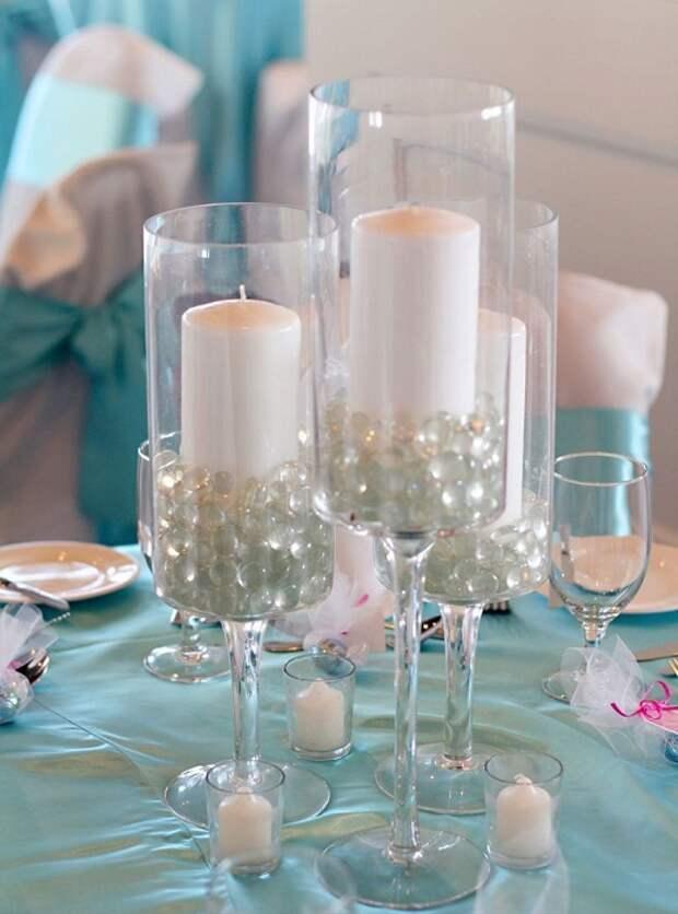 Прекрасные подсвечники с бокалов создадут невероятно романтическую обстановку, что очень понравится.