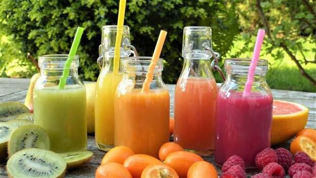 Диетолог Гинзбург призвал отказаться от употребления соков натощак