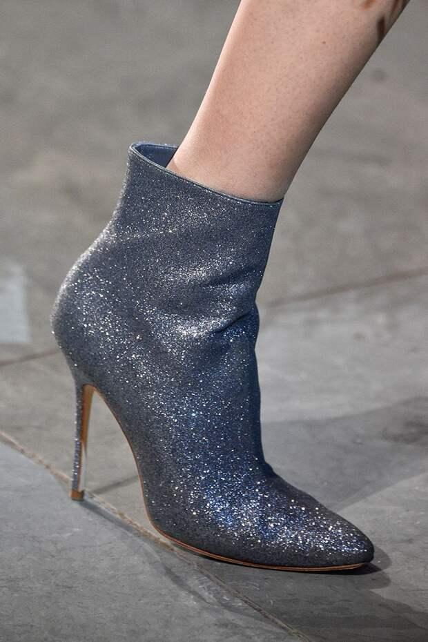 Блестящие ботинки на шпильке от Carolina Herrera