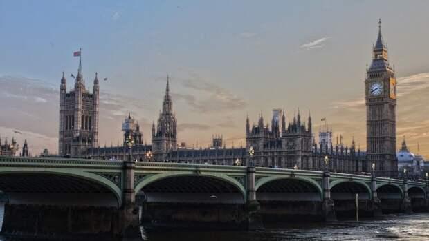 Послы стран СНГ и жители Лондона почтили память погибших советских воинов