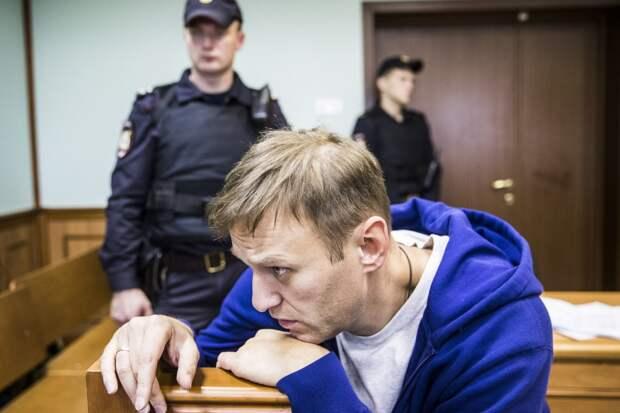 Новые уголовные дела и отказ в УДО: прогнозы экспертов о процессе над Навальным