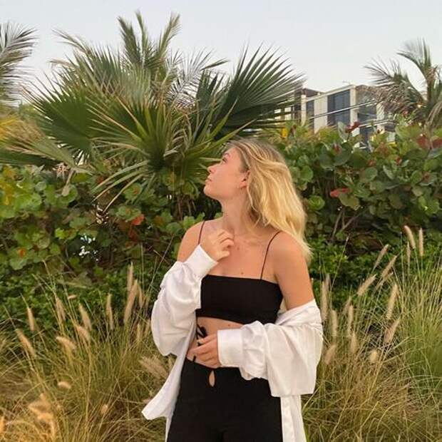 Море, солнце и песок: Вера Брежнева на отдыхе с сестрой и дочерьми в Дубае