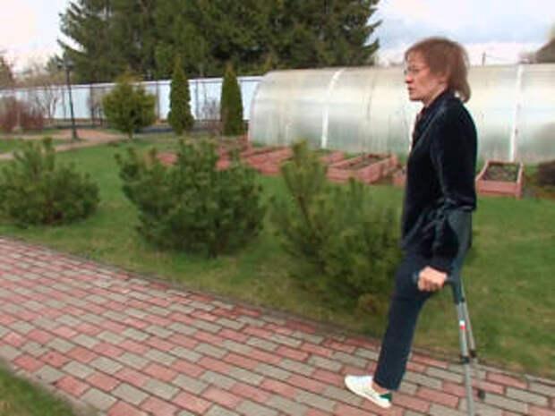 """""""Отпустите его"""": муж раздавил жену автомобилем и оставил без ноги"""