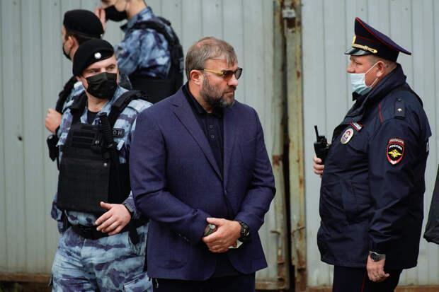 Михаил Пореченков устроил драку в аэропорту Салехарда
