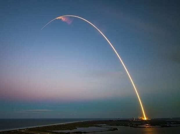 SpaceX запустила ракету-носитель с 54 спутниками