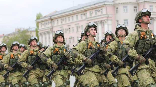 Несколько тысяч военнослужащих приняли участие в параде по случаю 9 Мая в Воронеже