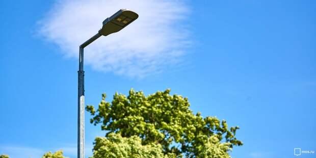 На улице Кулакова починили сразу три фонаря