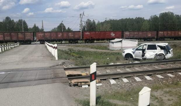 Поезд сбил женщину наLand Rover под Екатеринбургом