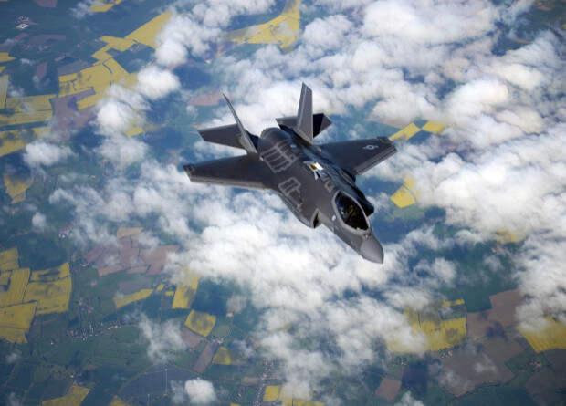 Для истребителей F-35 разработали систему уклонения от столкновения с землей