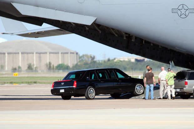 Из каких машин состоит кортеж президента США кортеж, сша