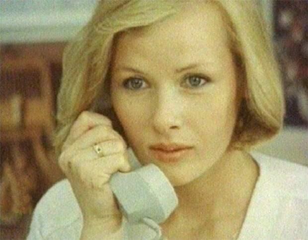 Одна из самых красивых актрис советского кино.