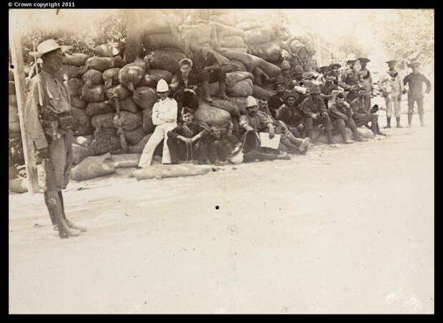 Баррикада и солдаты возле больницы