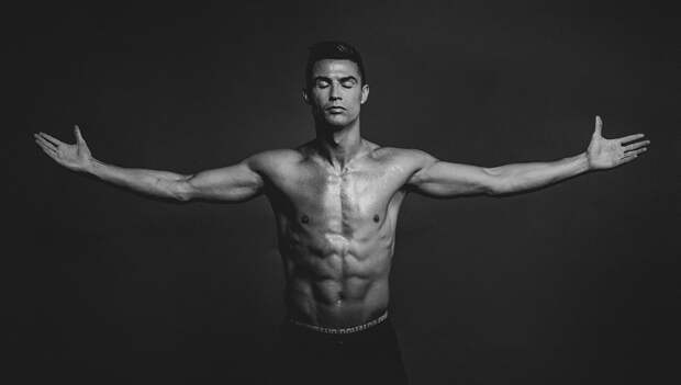 Роналду поделился сподписчиками 7 любимыми упражнениями для поддержания формы