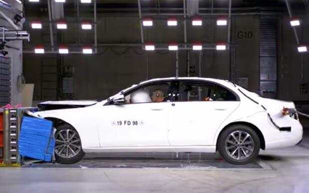 Mercedes-Benz разбил седан российской сборки