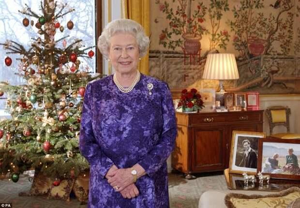 1. Королева Елизавета помещена под «домашний арест» после сенсационного Рождественского Послани   2. Тайная власть королевы Елизаветы II   3. Секс в Королевской семье. Запрещенный фильм в Англии