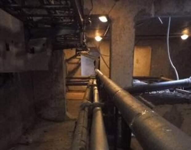 В подъезде дома на Абрамцевской отремонтировали трубопровод