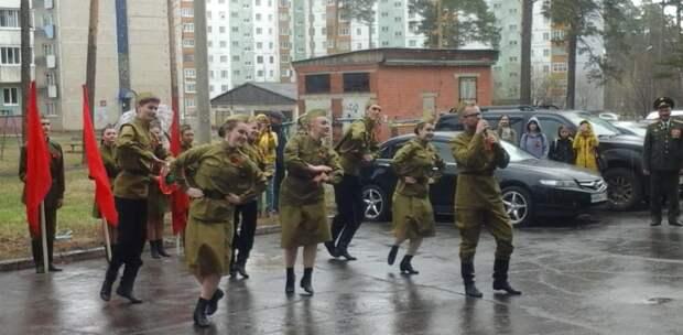 Ветеранов Падунского и Правобережного районов Братска поздравили с Днём Победы