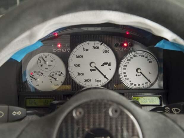 На одометре — 239 км. Купе с номером шасси 060 лишь прошло обычные заводские тесты перед поставкой покупателю. Это самый малый пробег среди любого F1. mclaren, mclaren f1, авто, аукцион, коллекция, спортивный автомобиль, спорткар, суперкар