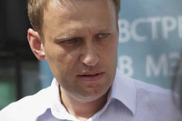 Навальный купил билет на самолет в Москву