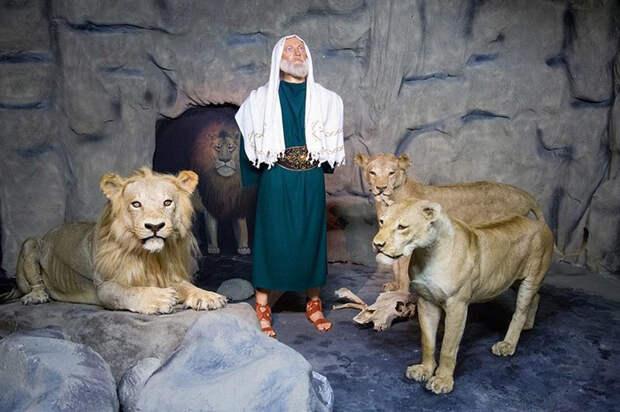 Идея создания музея Библии с восковыми фигурами посетила пастора Даймонда во время экскурсии по музею мадам Тюссо.