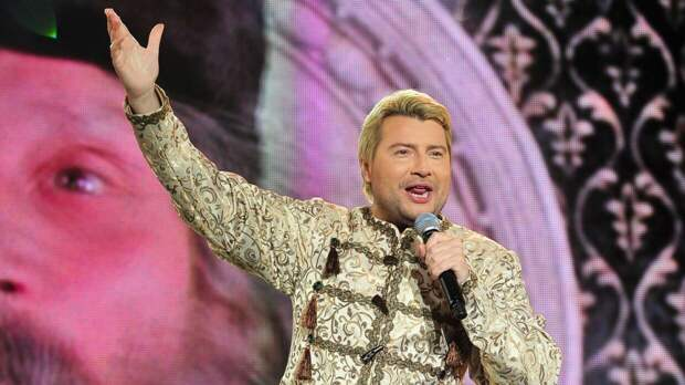 Оставшиеся без денег Басков, Лепс и другие звезды обратились в ФНС за получением МРОТ