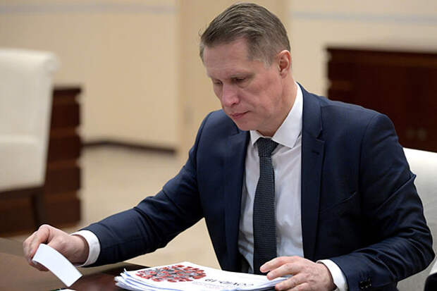 Глава Минздрава поддержал возобновление международных авиарейсов