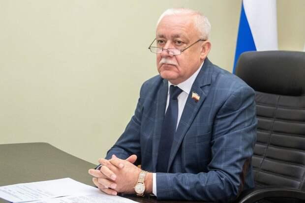 Гемпель назвал шантажом санкции Киева за полеты на полуостров
