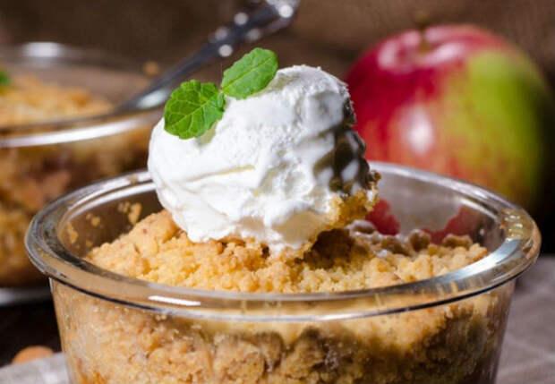 Горячий яблочный пирог за 5 минут