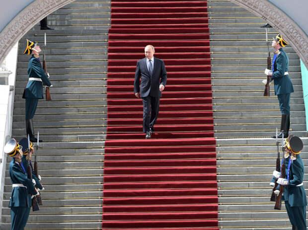 Может сложиться так, что Россию спасет только утверждение Путина монархом