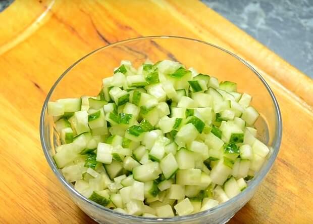 вкусный салат с огурцом