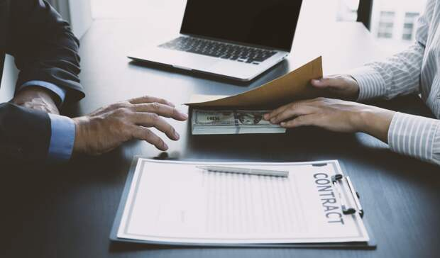 Управляющего компанией в Сарапуле подозревают в получении коммерческих подкупов при заключении договоров на капремонт