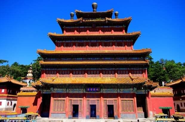 Буддийский храм в городе Чэндэ провинции Хэбэй