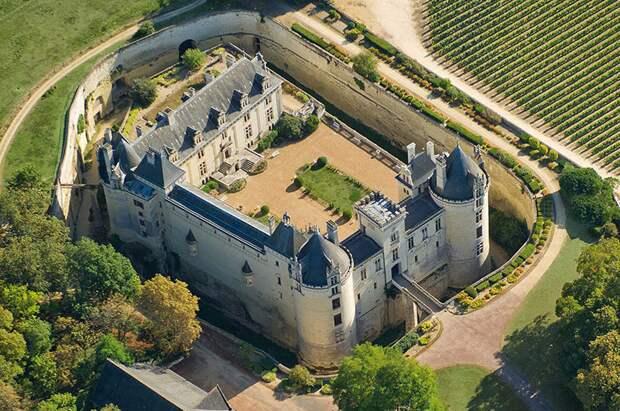 Ров вокруг замка Брезе