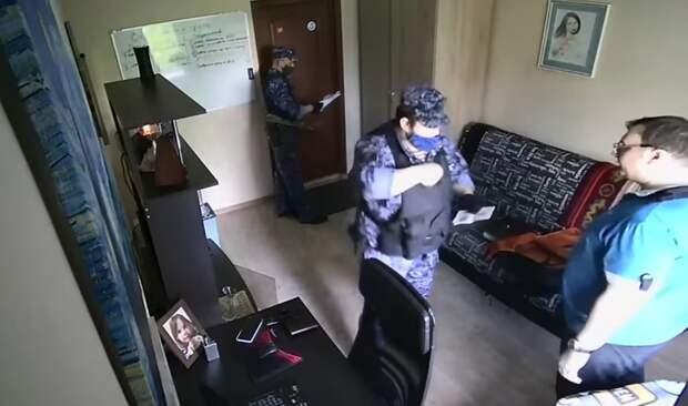 Давление на граждан со стороны силовиков нарастает, бойцы «Росгвардии» угрожают упрятать хозяина за решетку