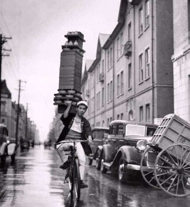 Доставщик горячей лапши, Токио, 1940-е годы