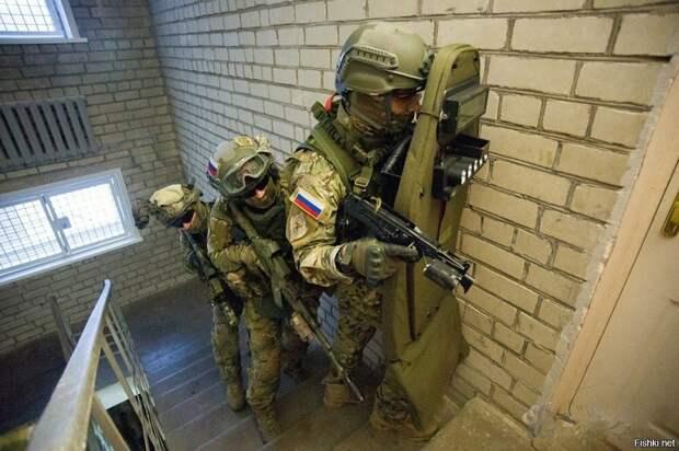 Зачем на пуленепробиваемые штурмовые щиты спецназа наносят красный круг?!