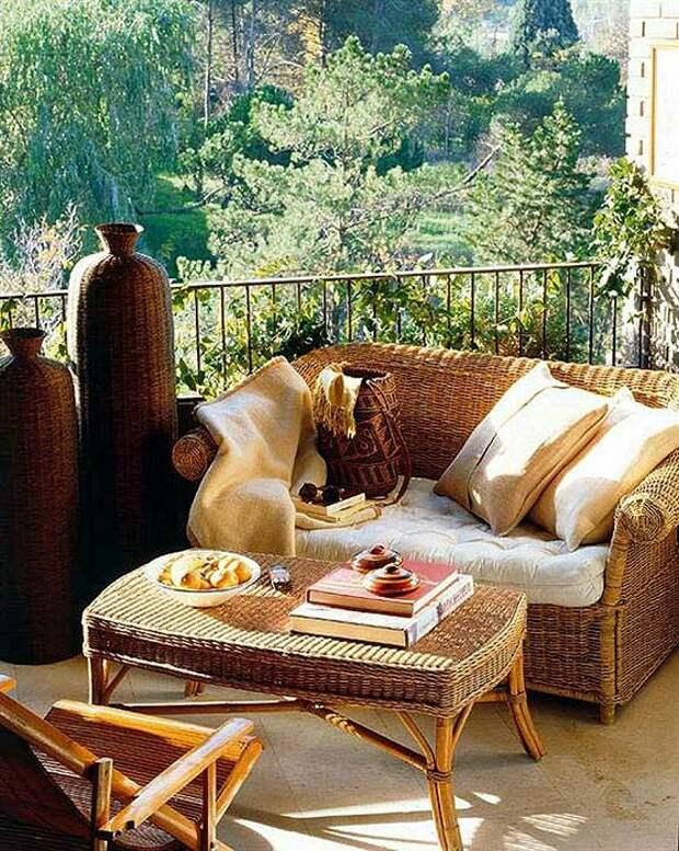 Крутое решение для преображения балкона и обустройства его при помощи плетенной мебели.