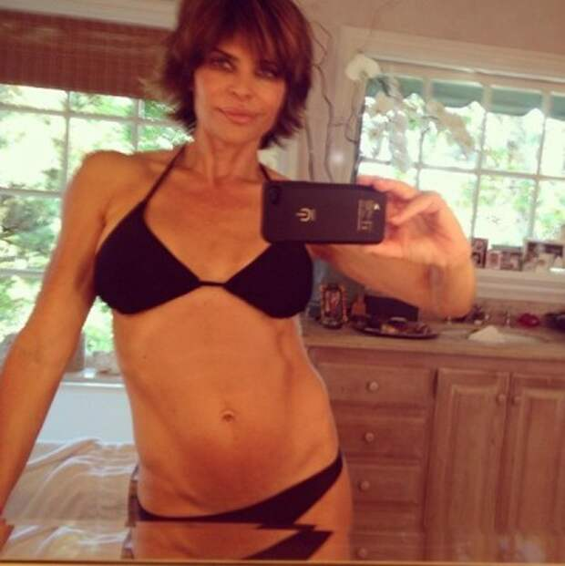 Лиза Ринна удивила своих поклонников снимком в бикини