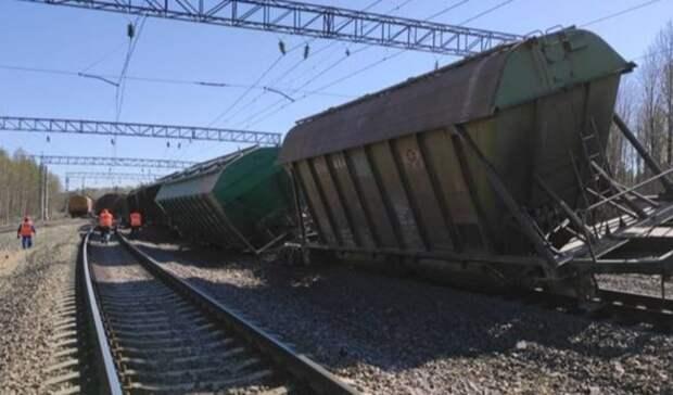 Появились фото и видео с места аварии на железнодорожных путях в Карелии