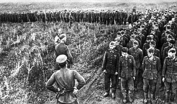 А вот и наши европейские партнёры на фото... Быстро забывшие, что они участвовали в этой войне и что такое вообще было... Politikus.ru
